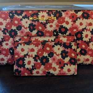 NWOT Auth. Michael Kors Jet Set Slim Wallet Set